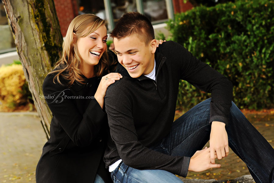 Family-portraits-of-brother-and-sister-from-Seattle
