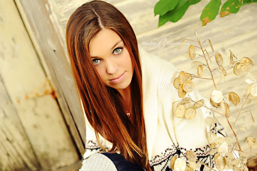 Model-senior-pictures-of-Edmonds-2012-high-school-girl