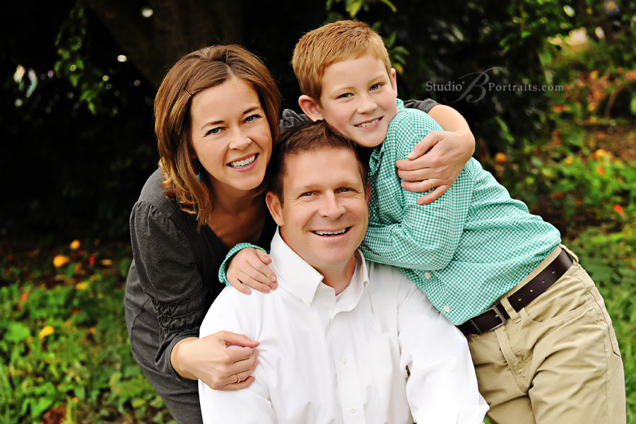 Outdoor-family-portraits-of-Mom-and-Dad-with-Son-in-Issaquah-near-Bellevue