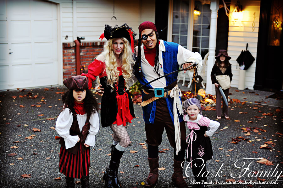 Halloween-Pirate-Family-in-costume-for-Studio-B-Portraits
