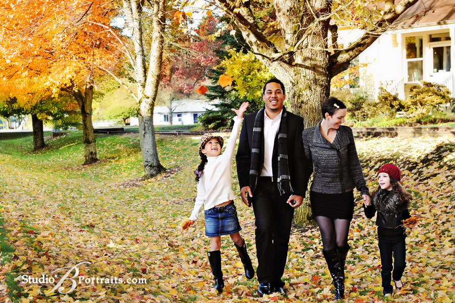 Photographer-Brooke-Clark-and-family-picture-in-the-fall-leaves-in-Issaquah