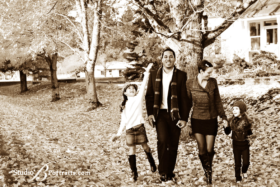 Photographer-Brooke-Clark-and-family-picture-in-the-fall-leaves-in-Issaquah_bw