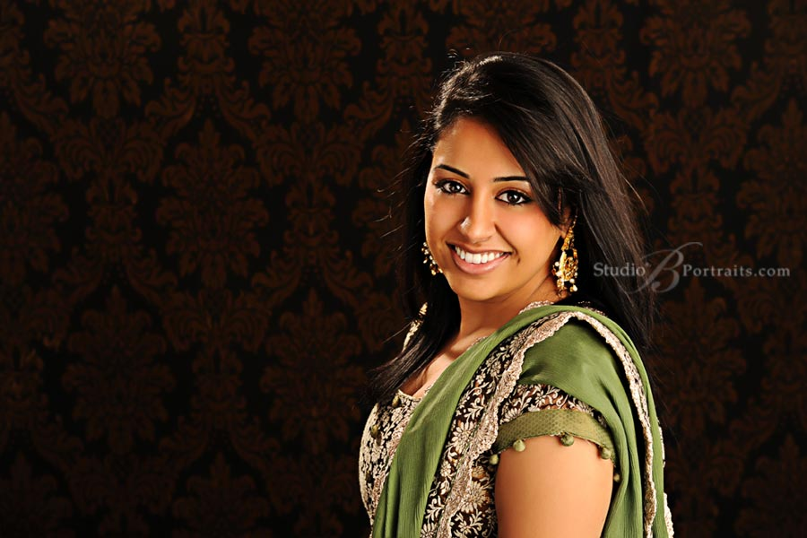 Beatiful-indian-woman-photographed-during-family-pictures-at-Studio-B