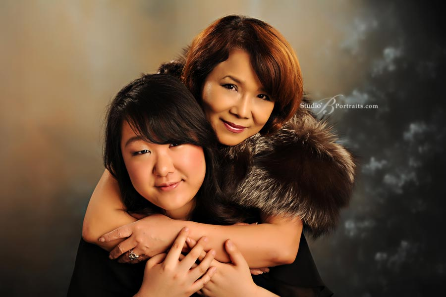Mother-and-daughter-formal-family-pictures-at-Studio-B-in-Issaquah-near-Seattle