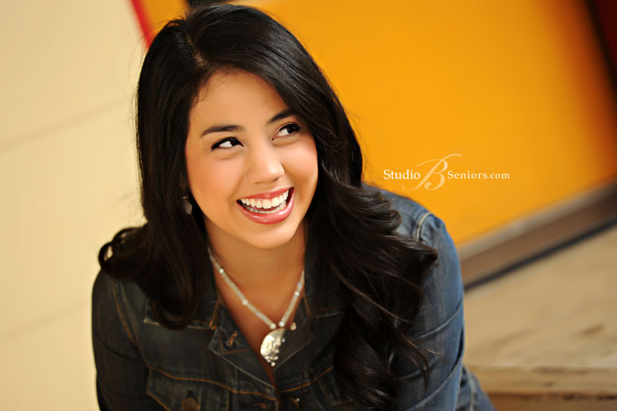 Pretty-senior-pictures-at-Studio-B-Portraits-Issauah