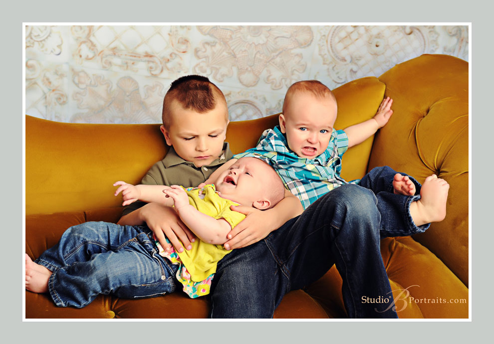 Funny-portrait-of-crying-babies-at-Studio-B-Portraits