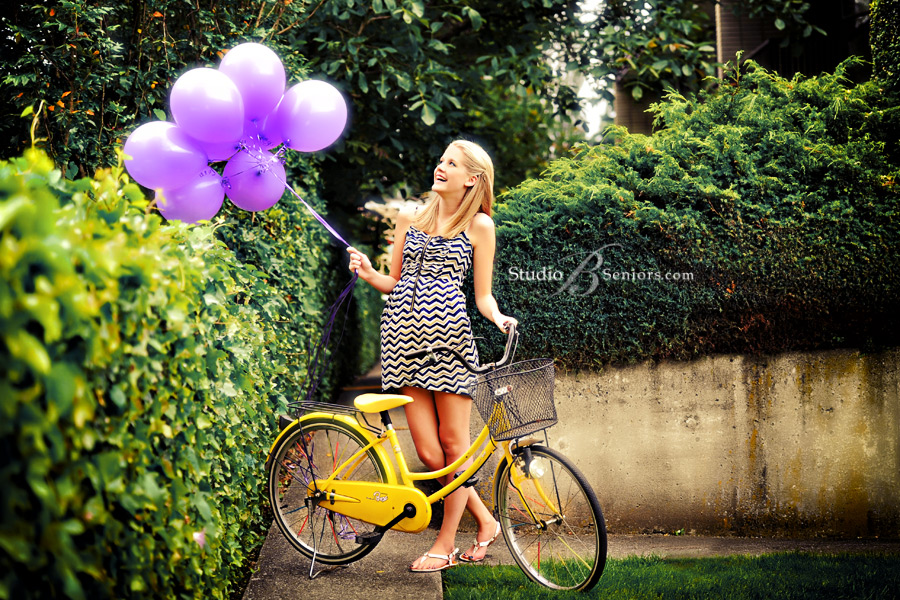 Fashion-inspired-senior-pictures-of-pretty-blonde-with-balloons-and-old-bike