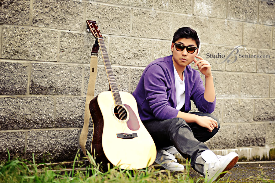 Issaquah-High-School-Senior-Pictures-of-Asian-boy-with-Guitar