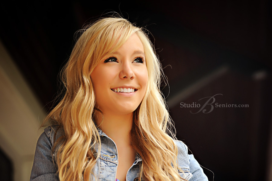 Pretty-Mount-Si-Senior-portraits-photographed-outdoors_SchmelzerS__0417