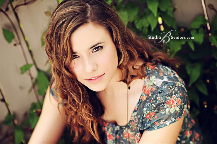 Seattle-Senior-Pictures_Studio-B-Portraits_BuschS__0108v