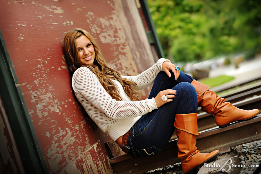 Girl-senior-pictures-of-Skyline-High-School-Senior-near-Sammamish