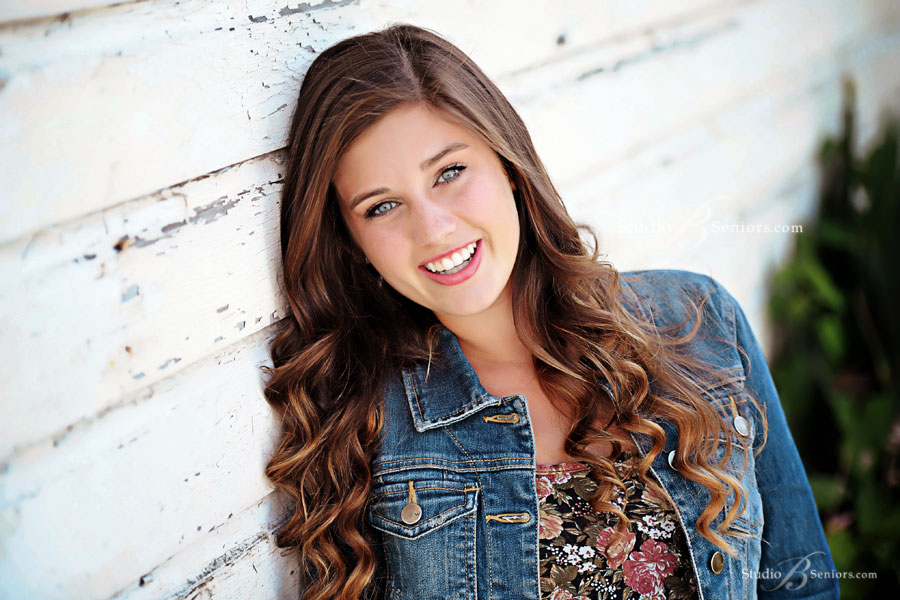 Bellevue-High-School-Senior-Pictures-at-Studio-B-Portrtaits-in-Issaquah