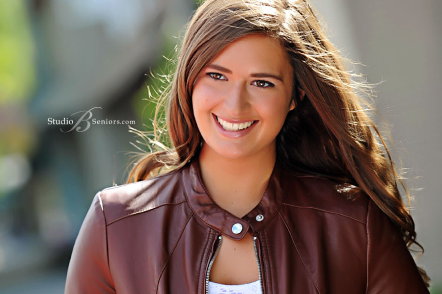 Best-Senior-Pictures-in-Seattle-of-Mercer-Island-High-School-girl-in-Issaquah-outdoors-at-Studio-B