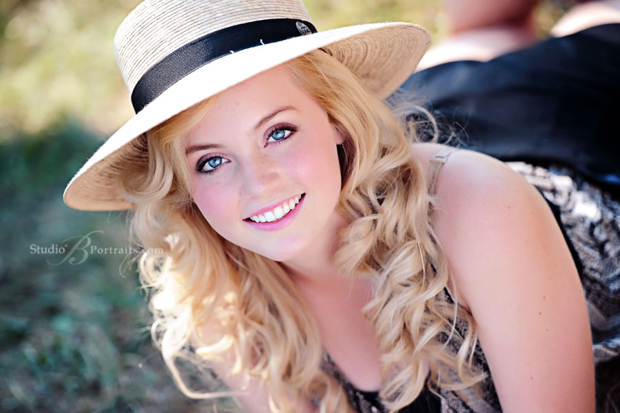 Best-senior-pictures-in-Bellevue-of-pretty-blonde-girl-in-hat-outdoors-in-Issaquah