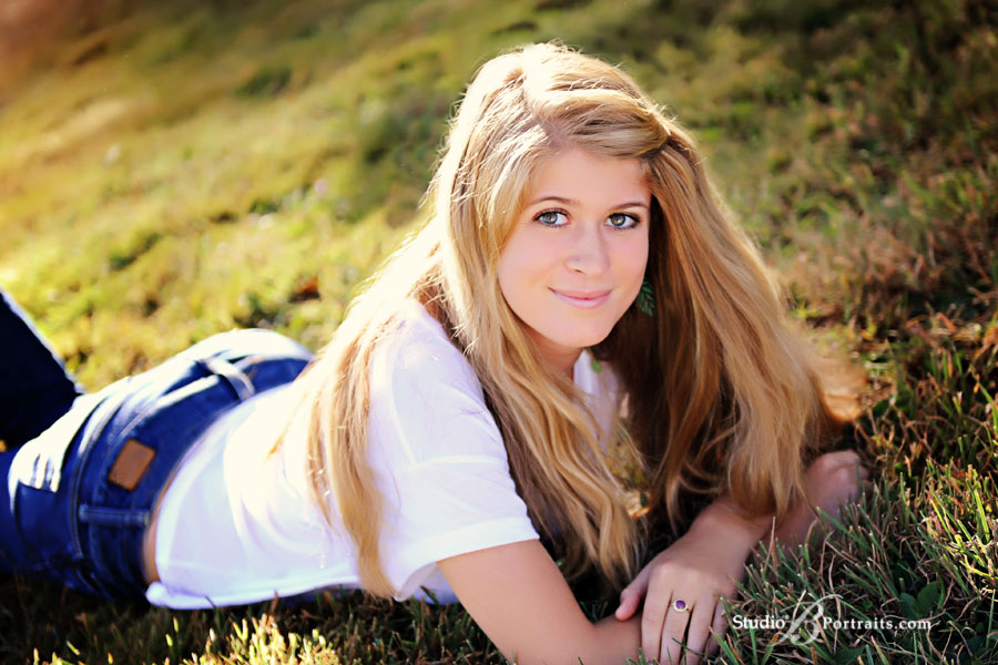 Pretty-blonde-laying-in-the-grass-during-outdoor-family-portrait-in-Issaquah