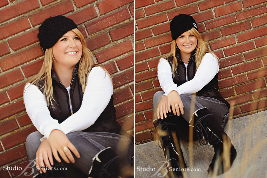 Redmond-High-School-senior-pictures-of-blonde-girl-in-winter-boots-and-beret