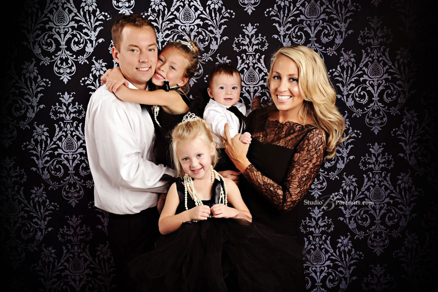 Best-family-portrait-in-Seattle-of-formal-family-in-Breakfast-at-Tiffanys-theme