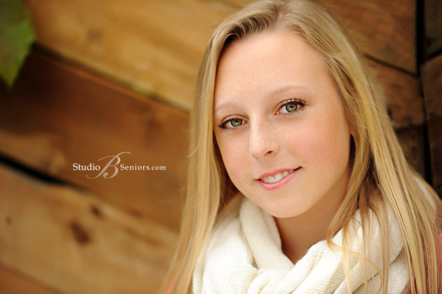 Beautiful-senior-pictures-that-are-natural-at-Studio-B-Seniors-near-Bellevue-WA