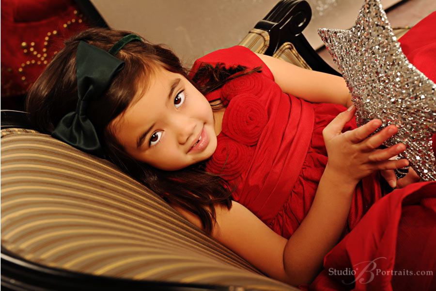 Childrens-Christmas-portraits-at-Studio-B