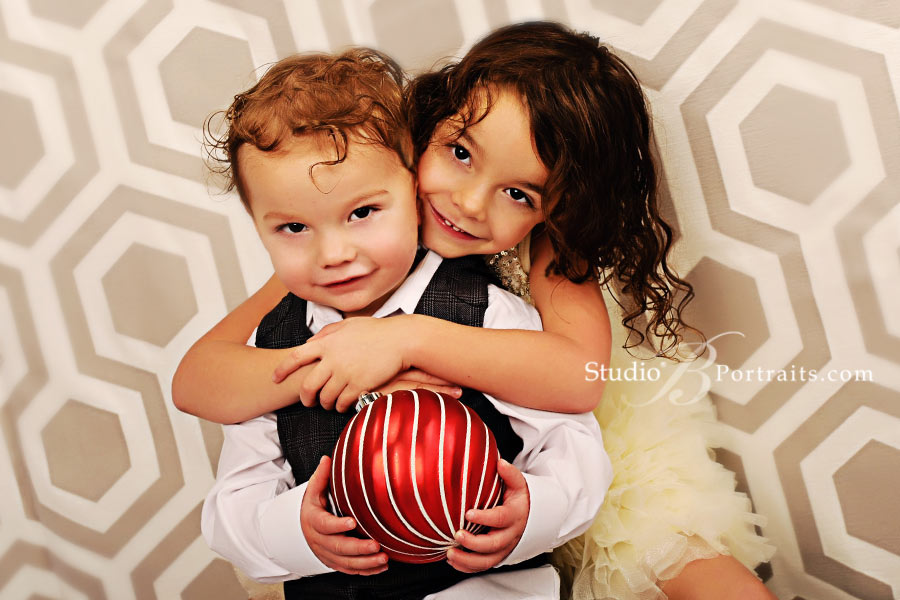 Modern-holiday-childrens-pictures-of-Medina-Family-in-formal-portrait-at-Studio-B-in-Issaquah