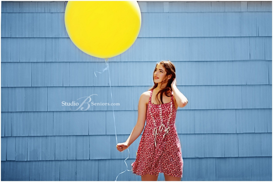 Best High School Senior Pictures in Seattle_Girl with Balloon_Studio B Portraits_0038.jpg