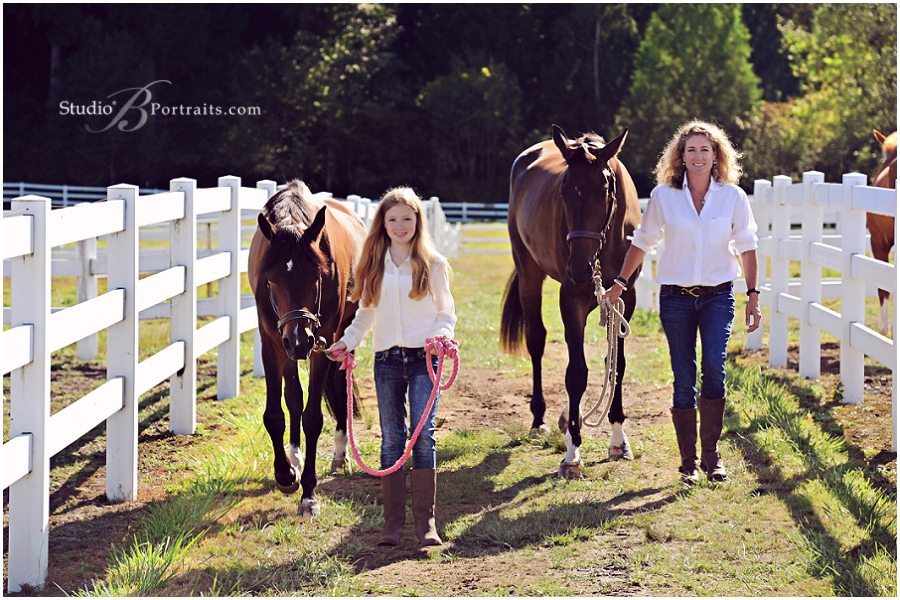 Family photo shoot at stables with horses and bulldogs_StudioB_0073.jpg