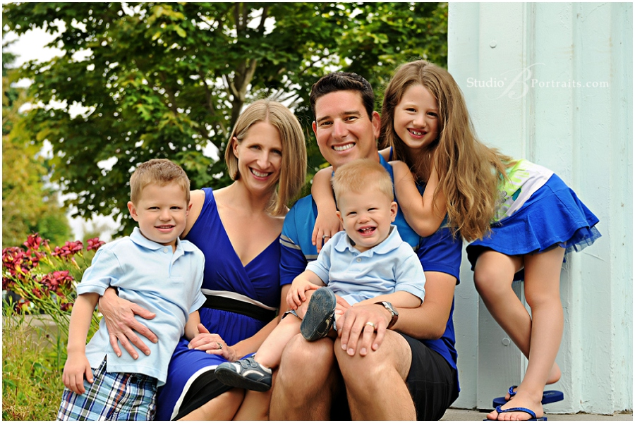 Great outdoor family pictures in Issaquah_StudioB_0069.jpg