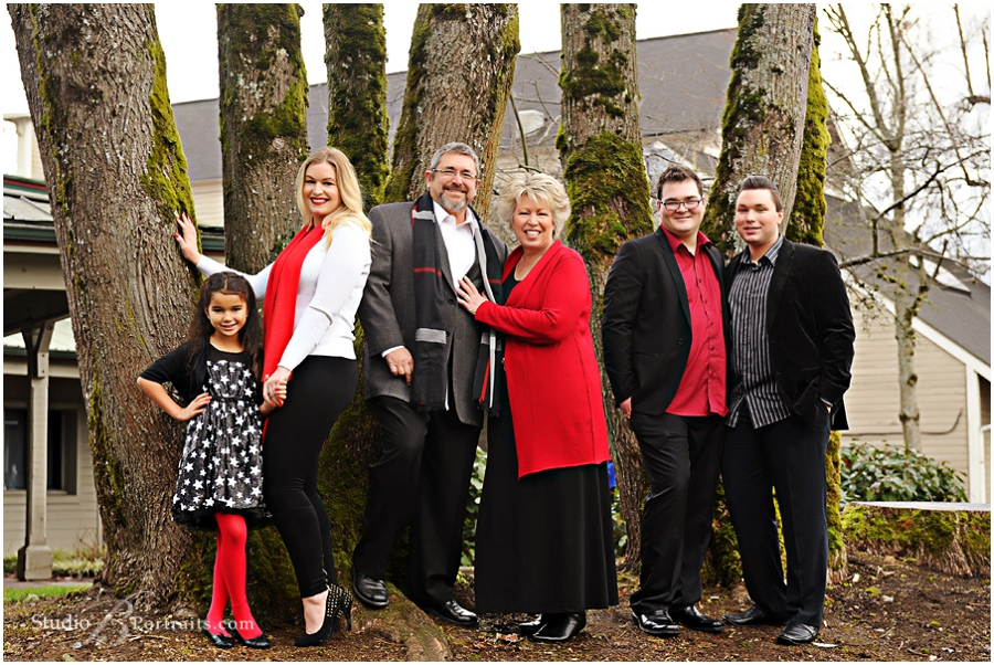 Winter outdoor family pictures in black and red_Studio B Portraits professional photographer near Bellevue_0193.jpg