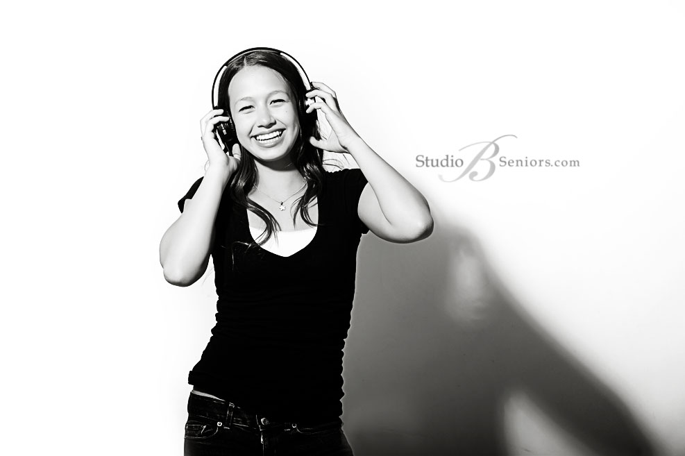 Senior-with-headphones-dancing_StudioB_5250