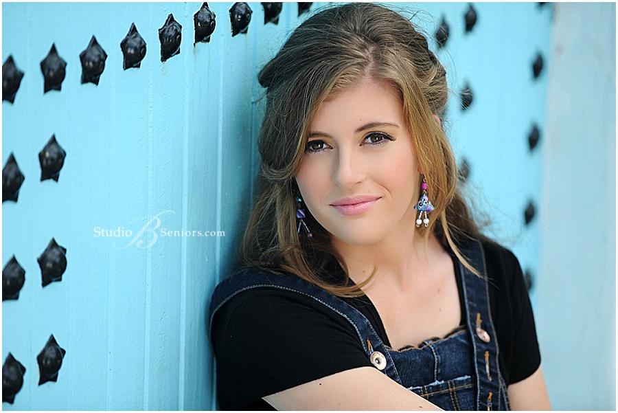Outdoor senior pictures of girl in denim jumper_Issaquah High School_Studio B Portraits_0403