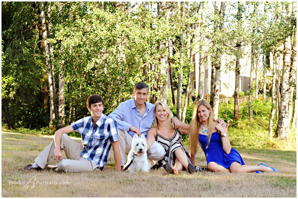 Outdoor family pictures in Issaquah_Studio B Portraits_0120