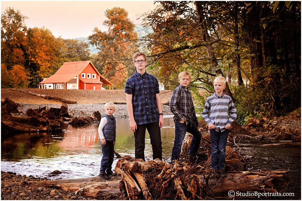 Fall Outdoor Family Portraits near barn_Issaquah WA_0173.jpg