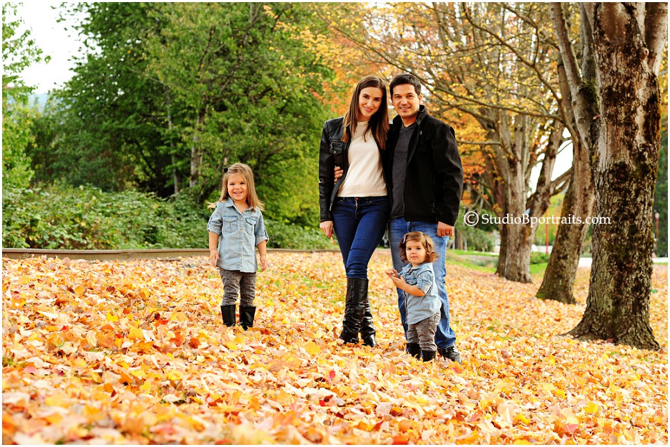 Beautiful family pictures in the fall leaves in downtown Issaquah by Studio B_0210.jpg