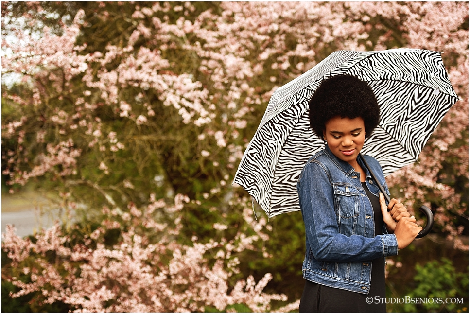 Best professional senior pictures of African American girl with pretty afro and jean jacket_0271.jpg