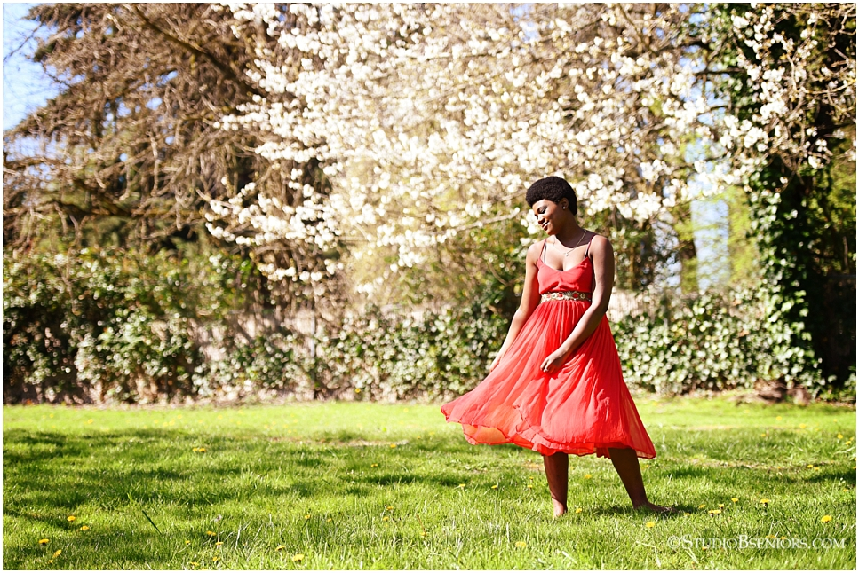 Beautiful Spring Senior Pictures in the cherry blossoms at Studio B in Seattle_0278.jpg