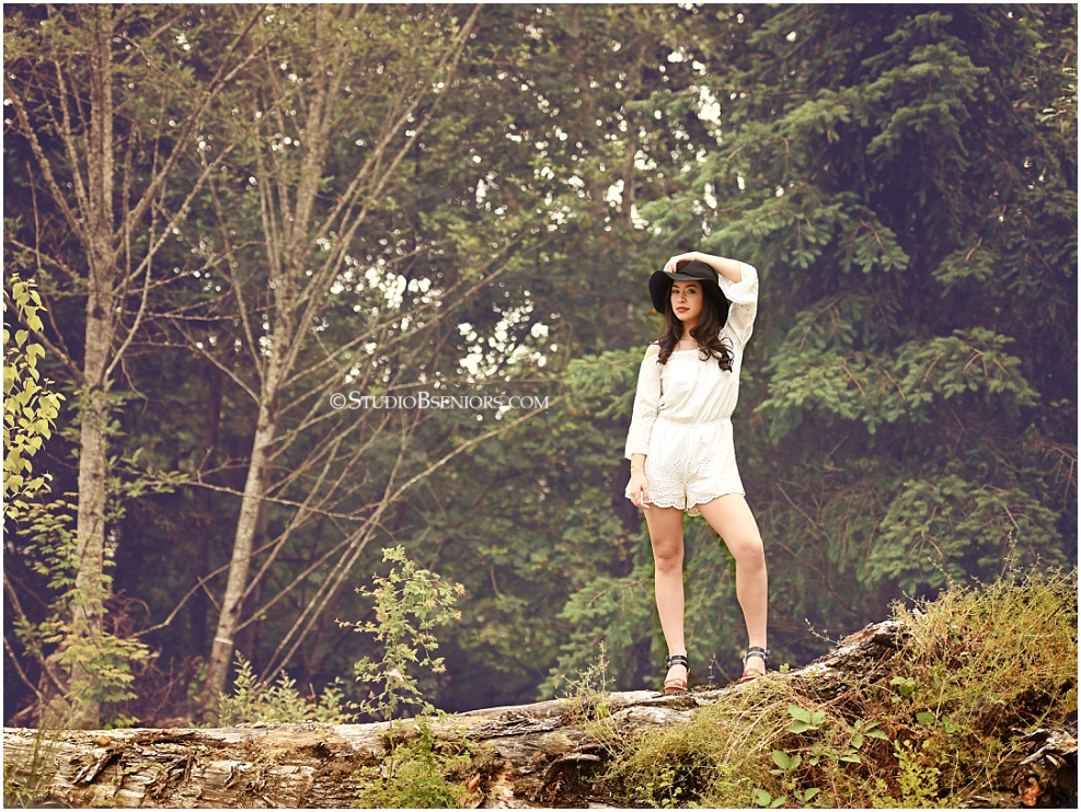 Studio B Portraits Senior Pictures with girl in lace romper and floppy hat at best senior pictures location in Issaquah near Bellevue WA
