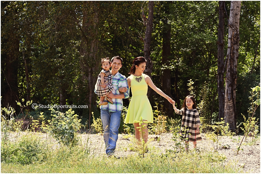 Fun Summer family pictures in Issaquah park of family wearing Burberry