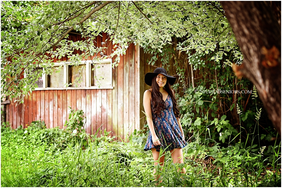Chic senior pictures in dress and black hat_Studio B