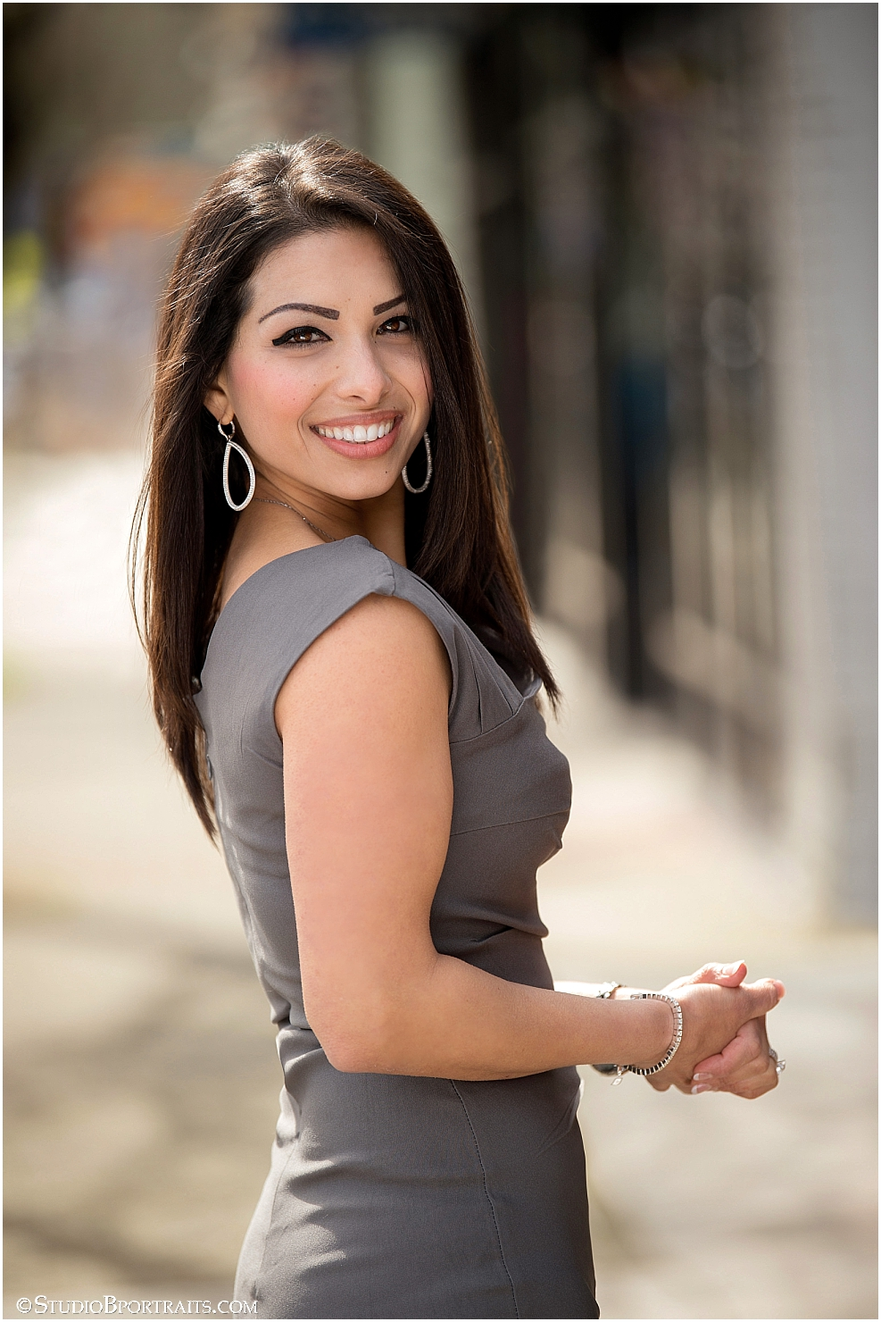 Chic Real Estate Headshots   Bellevue Realtor Neda Vassey