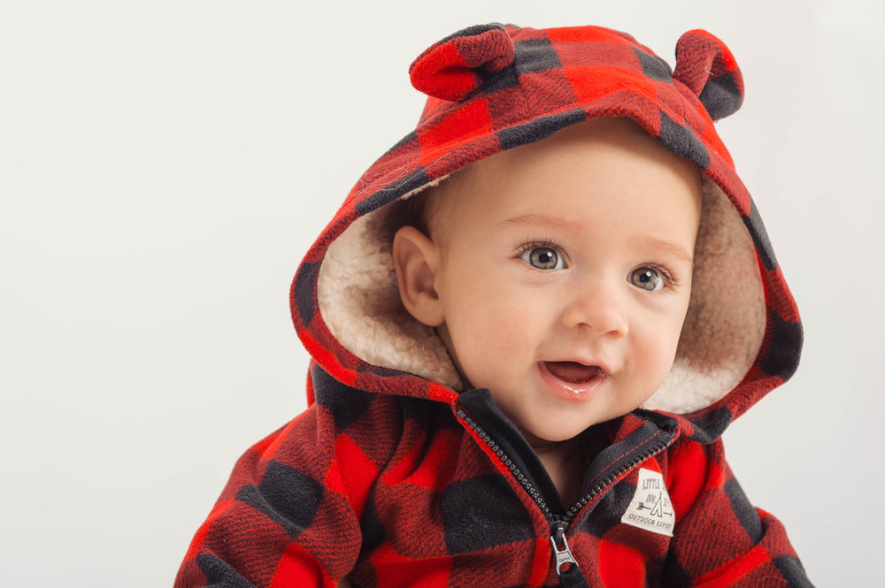 6 month baby in red plaid hoody_photographed by Studio B Portraits_Peterson-Paulus_4229.jpg