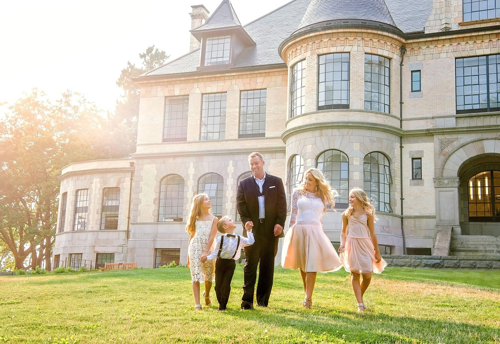 Best Family Photographer in Seattle_Studio B Portraits_University of Washington Formal Family pictures.jpg