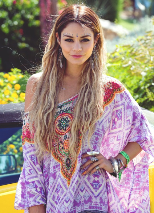 Printed off-shoulder kaftan top  Rings  Bracelets  Feather earrings  Face jewels/gems