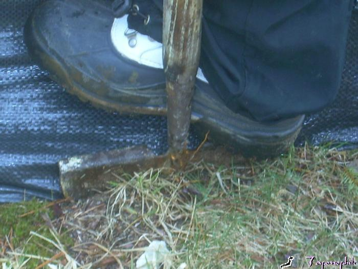 Place the edger on the lower edge of the fabric to insert the silt fencing 4-6 inches.
