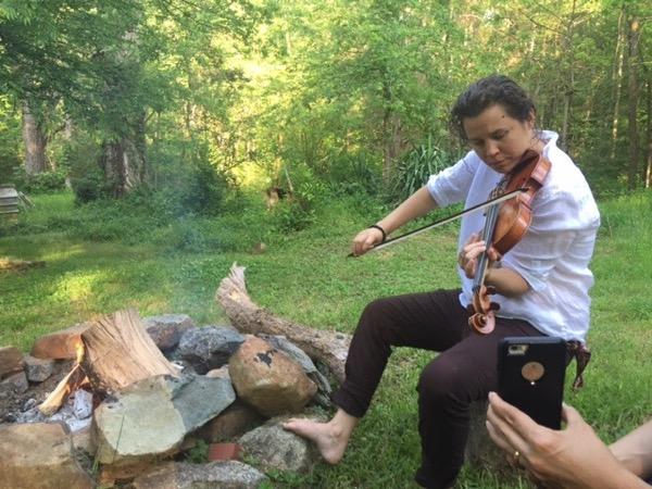 Violinist Jennifer Curtis, at home in North Carolina. Photo ©2016 Sandra Cisneros