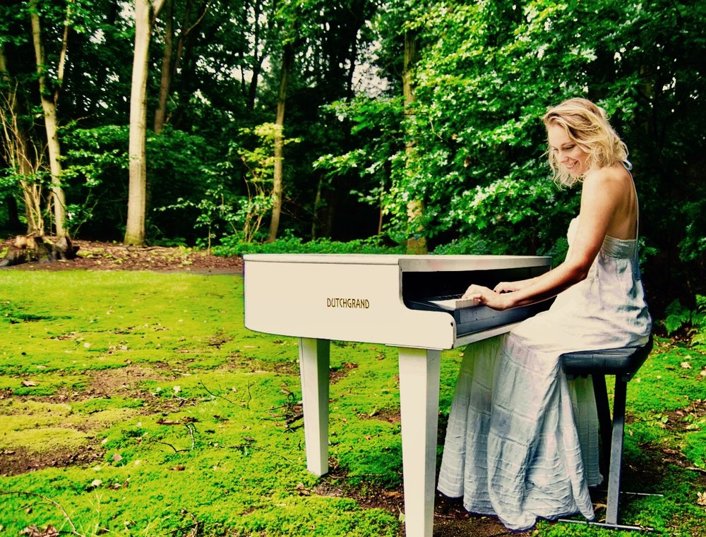 Lara-Olivia-Wedding-Piano