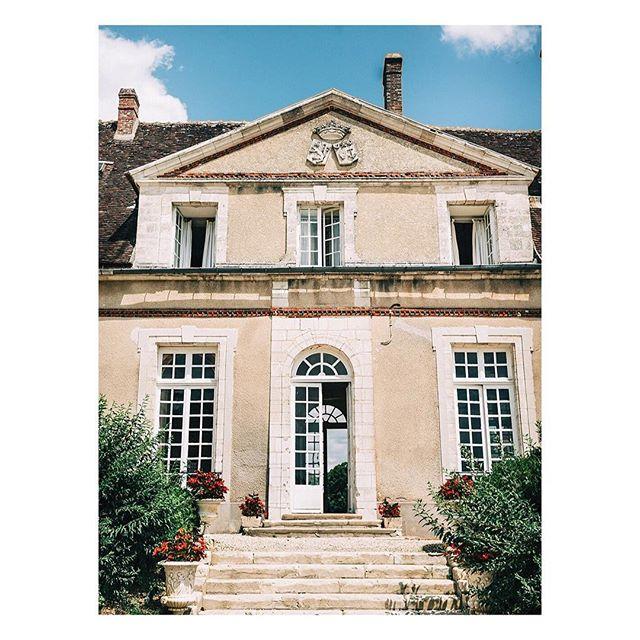 Throw back at the amazing events we hosted at the Chateau in 2018 as we are entering the big 2019 season! Thanks @seanemarie and @samfaulknerd for creating such a beautiful wedding. We are looking forward to starting 2019 🙏🌹 Photography: @jennyfustudio #jennyfustudio | Dress: @bhldn #hearstgown #bhldn | Shoes: @miumiul #miumiu | Veil: @moodfabrics#moodfabrics | Floral/Decor: @lamaisondautel #lamaisondautel | Food: @andsomuchmore | Cake: @loveandcakesparis #loveandcakesparis | Ring Box: @the_mrs_box #themrsbox | Wedding Bands: @catbirdnyc | Hair/Makeup: @avabelleluxury#avabelleluxury | Bridesmaids Dresses: @reformation @showmeyourmumu @asos | Invitations: @nancymoycalligraphy#nancymoycalligraphy | Linens: @mademoiselle_coton . . #meetthefaulkners #destinationwedding#francewedding #editorialwedding#editorialphotographer#editorialweddingphoto#destinationweddingphotographer#nyweddingphotographer#nycphotographer  #weddingphotography#weddinginspiration  #pariswedding#brooklynbride #newyorkwedding#modernbride #chicbride #chateaudufey