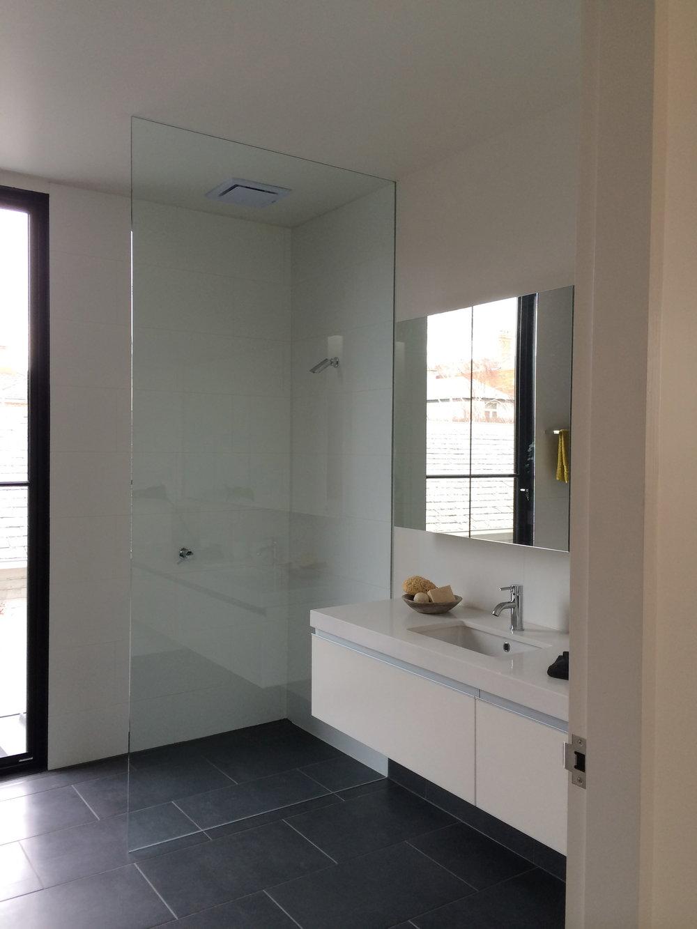 showerscreen_02.jpg