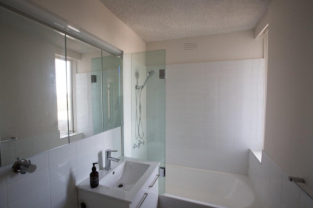 showerscreen_01.jpg