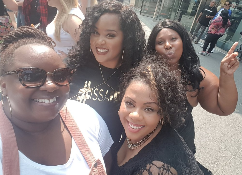 Hanging out with my plus size model bae's.  Absolutely loving the skin we're in!