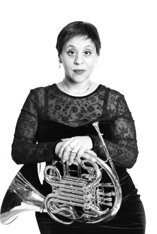 Audrey Flores, Horn